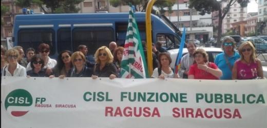 In piazza a Palermo oggi i lavoratori delle ex Province per avere garanzie sul loro futuro