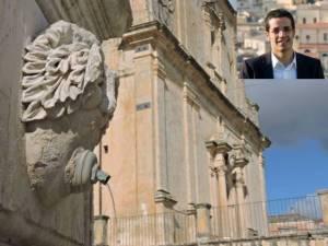 Nella foto di carlo Miceli particolare Chiesa Madre - nel riquadro il sindaco Giansiracusa