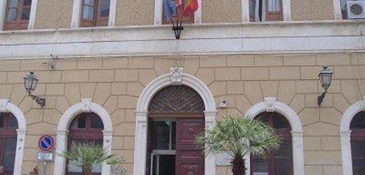 Arrestati tre dipendenti comunali ad Augusta sorpresi a rubare mattonelle per la pavimentazione pubblica