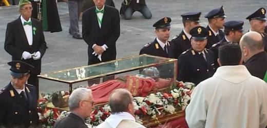 Siracusa si stringe attorno al corpo di Santa Lucia, migliaia di fedeli al Foro Siracusano provenienti da tutta la Sicilia