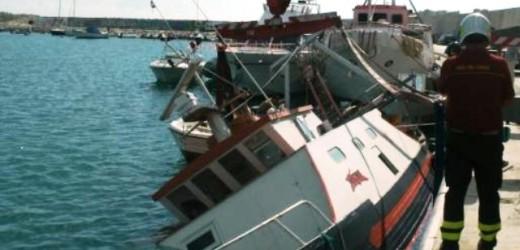 Affonda un peschereccio nel porto grande di Siracusa, intervengono Vigili del Fuoco e Capitaneria di Porto