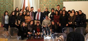 """Il sindaco Garozzo con gli studenti del """"Rizza"""""""