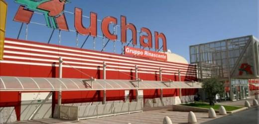 Natale più sereno per i lavoratori di Auchan, firmato il verbale che mette fine alle riduzioni del personale