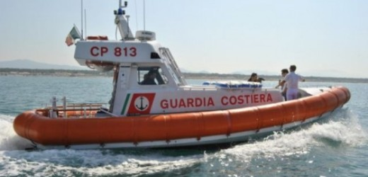 Sei turisti salvati dalla Guardia Costiera, l'imbarcazione noleggiata cola a picco davanti Forte Vigliena ad Ortigia