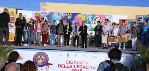 """Premiati gli studenti che hanno partecipato alla 7° edizione del concorso """"Un Casco vale una Vita"""" dei Carabinieri di Siracusa"""