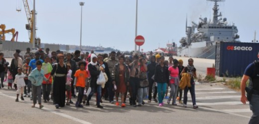 """Incontro stamane del questore con i funzionari di Polizia impegnati in """"Frontex"""" sul fenomeno dell'immigrazione"""