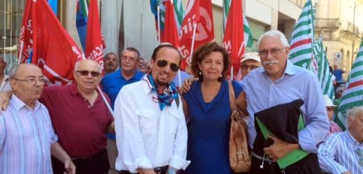 Sit in dei pensionati di Cgil – Cisl – Uil stamane davanti alla Prefettura di Siracusa contro i provvedimenti del governo
