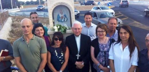 La Madonnina di via Lido Sacramento ieri ha fatto ritorno nella sua storica teca, presente l'arcivescovo Pappalardo