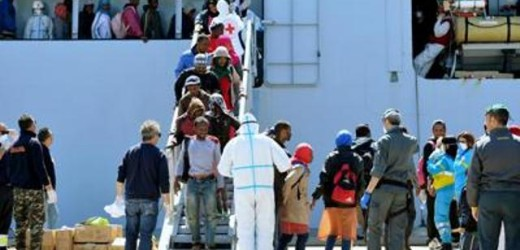 Sbarco di 207 migranti ad Augusta, fermato per favoreggiamento un marocchino di 27 anni