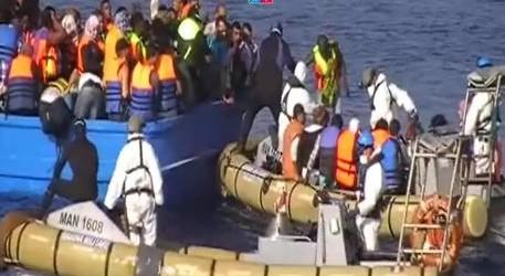 Ancora vittime a largo della Libia, sale a 49 il bilancio dei migranti morti soffocati nella stiva di un barcone