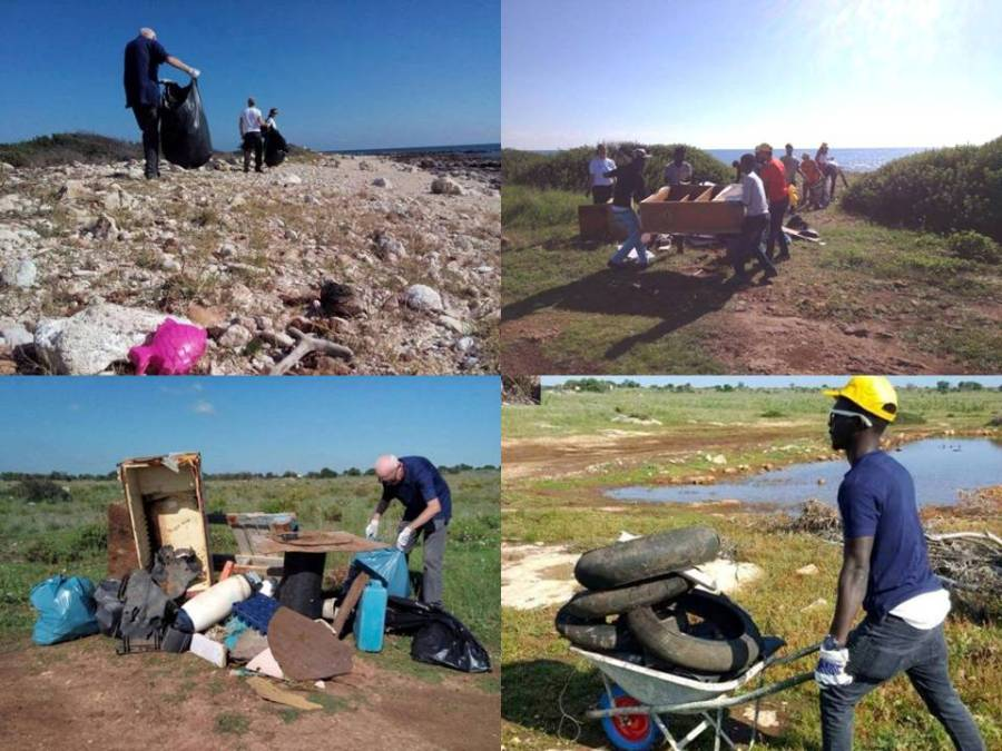 I volontari al lavoro per ripulire Ognina