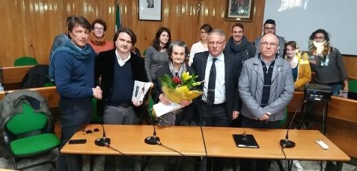 Conferita stamane la cittadinanza onoraria alla moglie dell'etnoantropologo Antonino Uccello