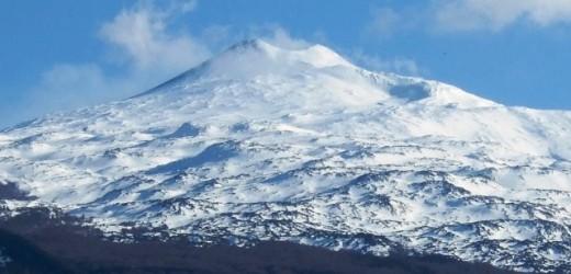 Arriva il freddo in Sicilia, oggi vento gelido e la prima nevicata in provincia di Siracusa. Sarà così per qualche giorno