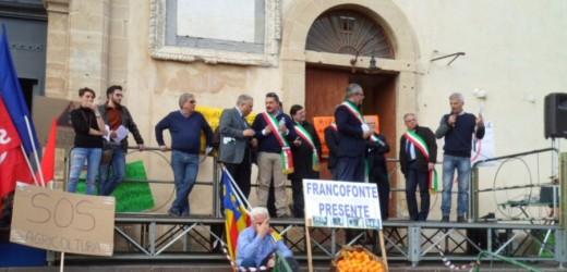 Crisi agrumicola, la città di Francofonte oggi è scesa in piazza. Da 40 anni si aspettano interventi a sostegno del settore