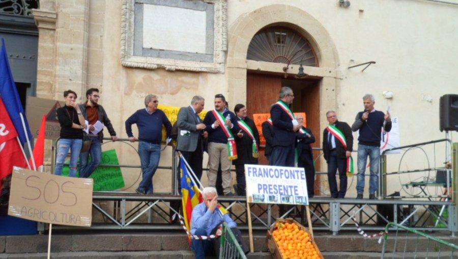 Un momento degli interventi in Piazza Garibaldi