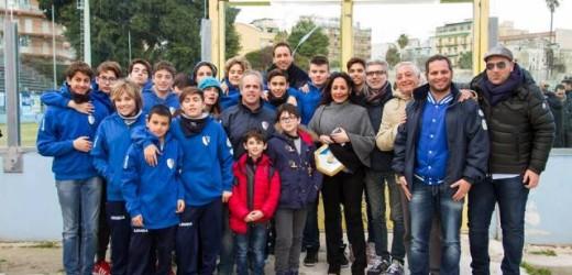 """Ospiti ieri del Città di Siracusa allo stadio """"Nicola De Simone"""", atleti e dirigenti del Sette Scogli di pallanuoto"""