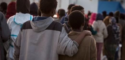 Adescava minori stranieri non accompagnati di un centro di Priolo per atti sessuali a pagamento, arrestato 52enne catanese