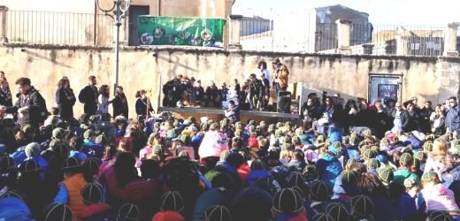 """Il borgo di Ferla domenica invaso da centinaia di lupetti e coccinelle per la """"Festa di  Primavera"""" degli scout"""
