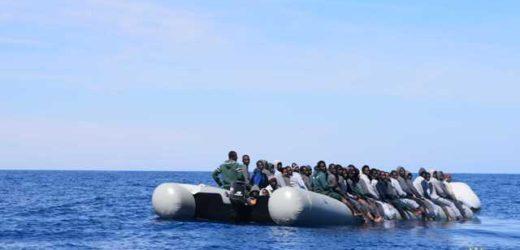 Sbarcati questa mattina ad Augusta dalla nave Grecale 698 migranti recuperati nel Canale di Sicilia