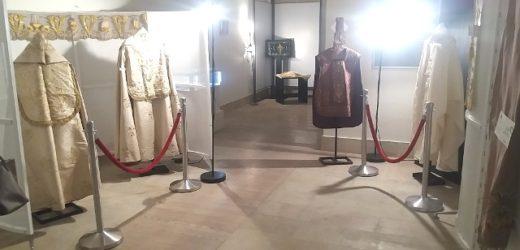 """""""Ricami d'oro e Profumo d'incenso"""", un viaggio nella storia dei paramenti liturgici quello tenutosi giovedì a Canicattini"""