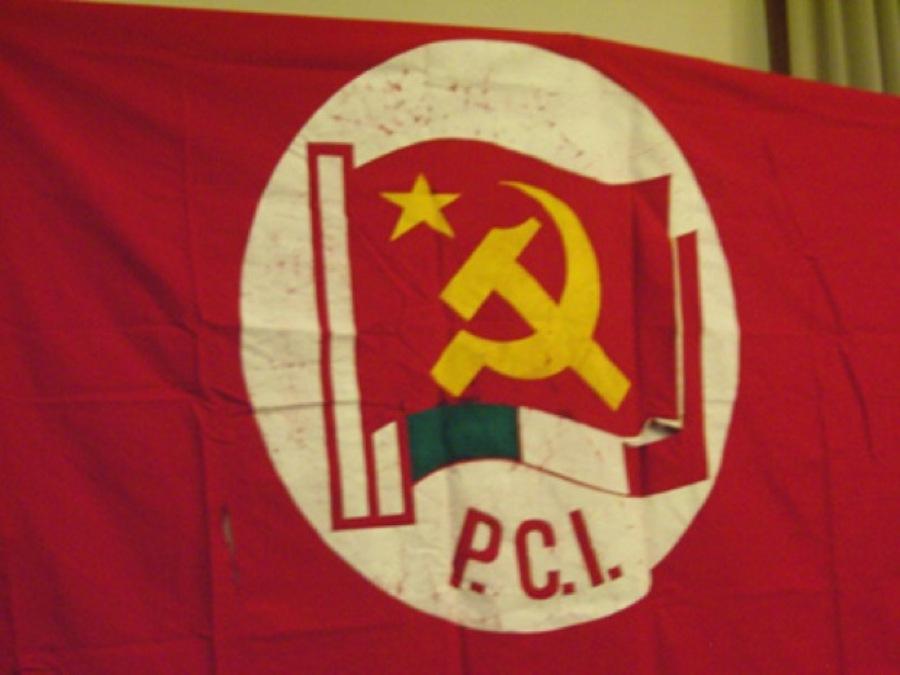 La storica bandiera del Partito Comunista Italiano