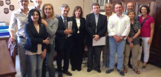 """Consegnate 1500 firme al prefetto e all'arcivescovo per il trasferimento del """"Seppellimento"""" del Caravaggio alla Borgata"""