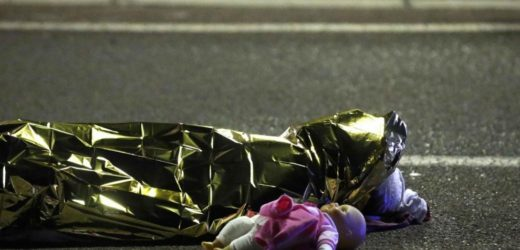 """Nizza, gli 84 morti della follia umana, tra loro tanti i bambini vittime innocenti del mondo """"disperato"""" dei grandi"""