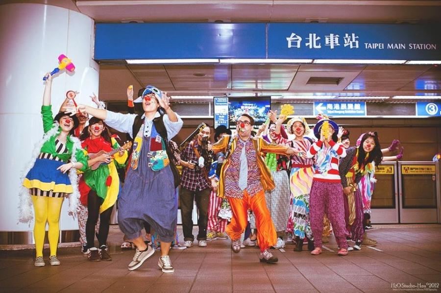 I giovani del Clown Heart Studio di Taiwan