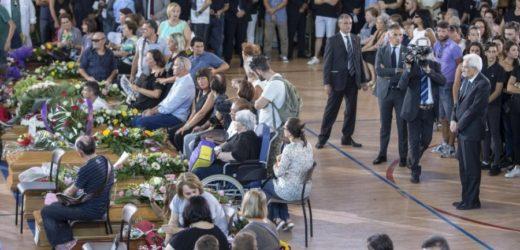 """Funerali ad Ascoli di 35 delle 290 vittime del terremoto, presenti i vertici dello Stato, Mattarella: """"Non sarete soli"""""""