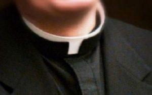 prete-sacerdote-parroco