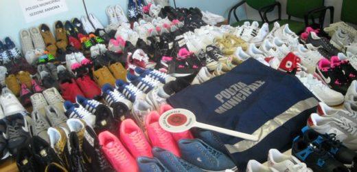Si intensifica la lotta all'abusivismo commerciale nel centro storico di Siracusa, la Polizia Municipale sequestra scarpe