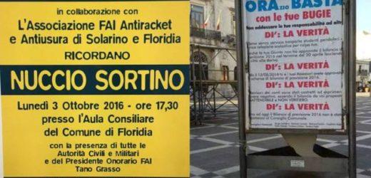 Quando un certo tipo di politica vola bassa, a Floridia coperti i manifesti per la fiaccolata in memoria di Nuccio Sortino