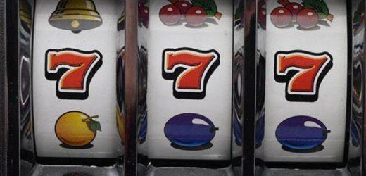 In quattro entrano nel bar tabacchi dell'area di servizio Agip sulla Augusta-Villasmundo e rubano due slot machine