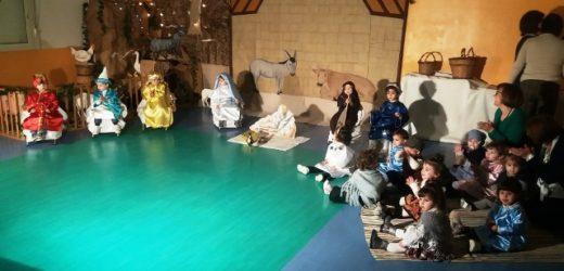 """La magia del Natale nel presepe vivente rappresentato dai bambini dell'asilo nido """"S. Maria Goretti"""" di Canicattini Bagni"""