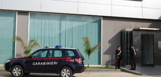 I Carabinieri sequestrano per mancanza di sistemi di sicurezza azienda di cosmesi a Siracusa, senza lavoro 56 dipendenti