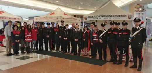 """Sicurezza sulle strade e nei posti di lavoro, al via oggi all'Auchan il progetto dei Carabinieri """"Un casco vale una vita"""""""