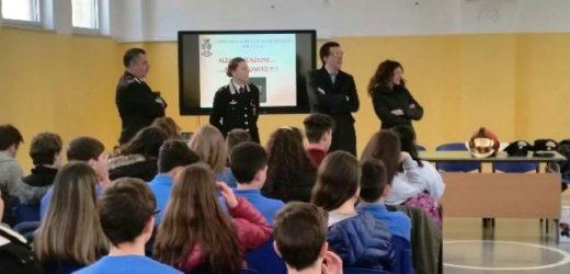 """""""Un casco vale una vita"""", i Carabinieri con Isab Lukoil ed Erg incontrano gli studenti di Priolo per parlare di sicurezza"""