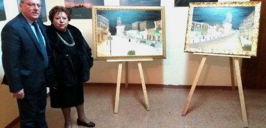 Silvana Mangiafico dona due quadri raffiguranti la piazza del paese al Comune di Canicattini Bagni, ieri sera la cerimonia