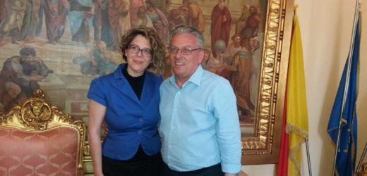 Marilena Miceli col 38,62% dei voti è la prima donna sindaco di Canicattini Bagni, alle sue spalle Danilo Calabrò col 37,98%