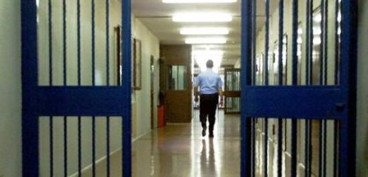 Evade dai domiciliari, giovane siracusano arrestato e trasferito in carcere