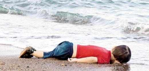 Nuovo arrivo di migranti nel porto di Augusta mentre il mondo intero si indigna per la foto del cadavere del piccolo Aylan