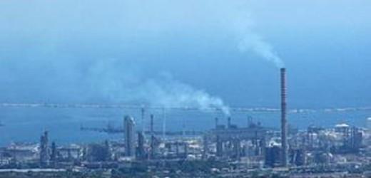 Inquinamento dell'aria zona industriale, Lukoil dovrà ridurre del 20% le immissioni, così la nuova Aia presentata a Siracusa