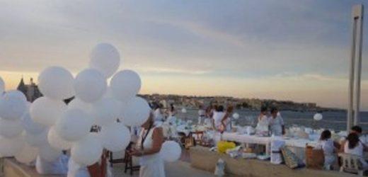 """""""Una sera, al chiaro di luna…"""", torna giovedì sera al Talete in Ortigia la cena """"in bianco"""""""