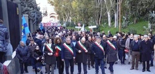 """Mobilitazione generale ieri ad Augusta a difesa dell'Autorità Portuale """"scippata""""  da Roma su richiesta di Crocetta"""