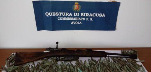 Avola,  la Polizia gli trova in casa un fucile militare e 287 munizione, in carcere un giovane 21enne